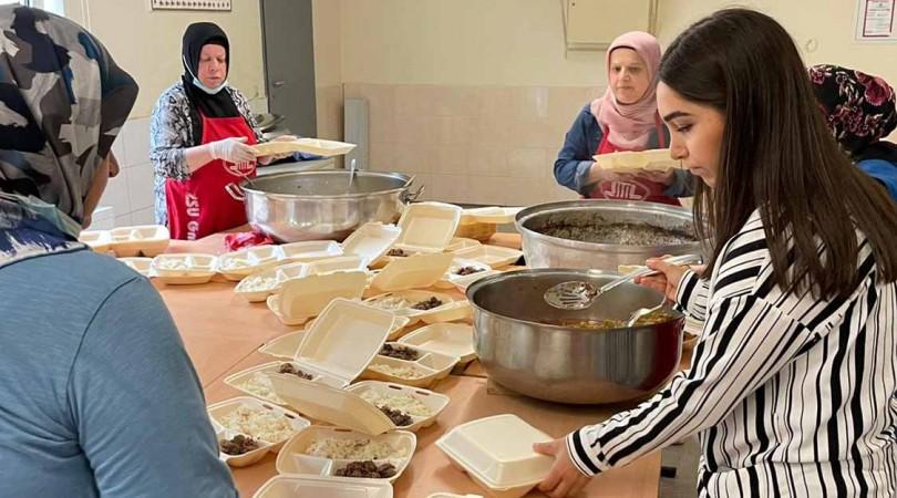 DİTİB'den Almanya'daki selzedelere sıcak yemek