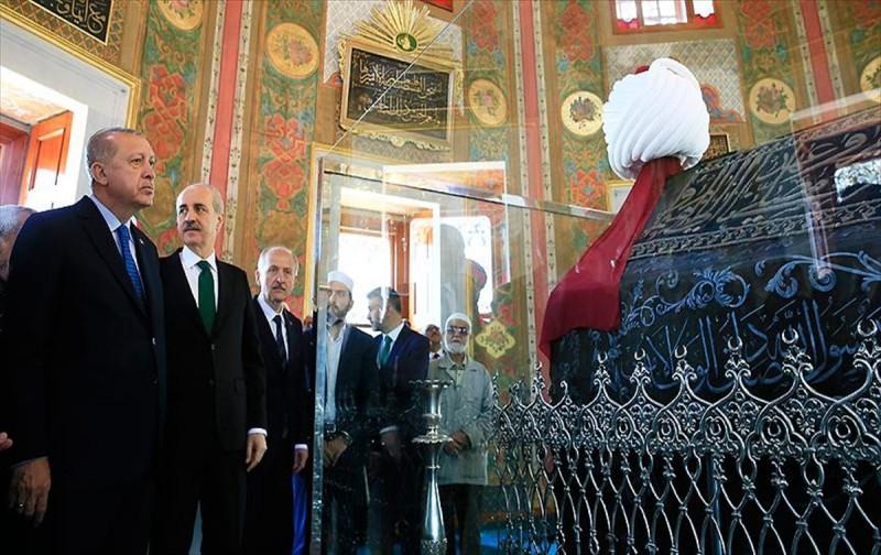 Başkan Erdoğan, Fatih Sultan Mehmed'in türbesini açtı
