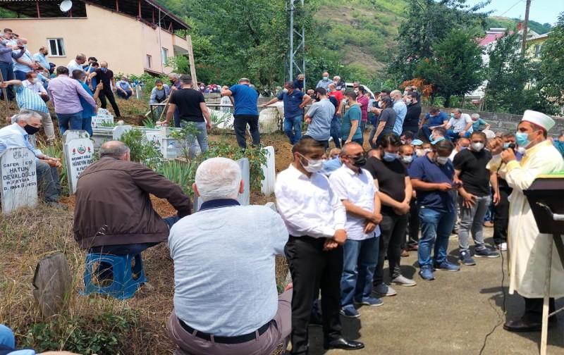 Başkan İşçi memleketi Trabzon'da toprağa verildi