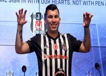 Beşiktaş, Medel`i basına tanıttı