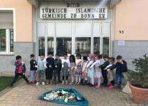 Cami öğrencilerine uygulamalı çevre temizliği anlatıldı
