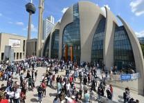 Köln DİTİB Merkez Camii'nde kavurma ikramı