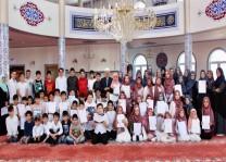 DİTİB'de öğrencilerin karne sevincine ortak olundu