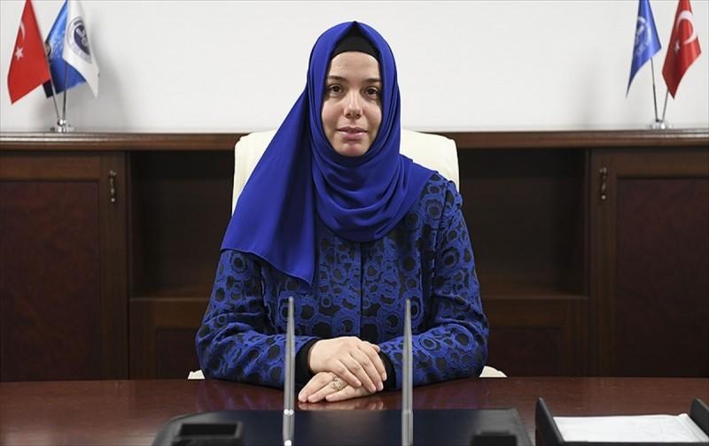 Diyanetin ilk kadın başkan yardımcısı göreve başladı