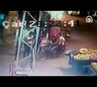 Kadınların çantasını kapkaç yapan zanlılar yakalandı