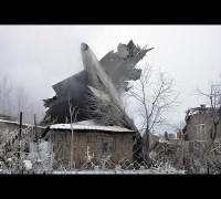 Kırgızistan'da kargo uçağı köye düştü