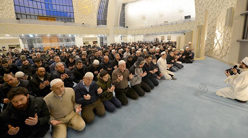 DİTİB Merkez Camii'nde gençlerle sabah namazı buluşması
