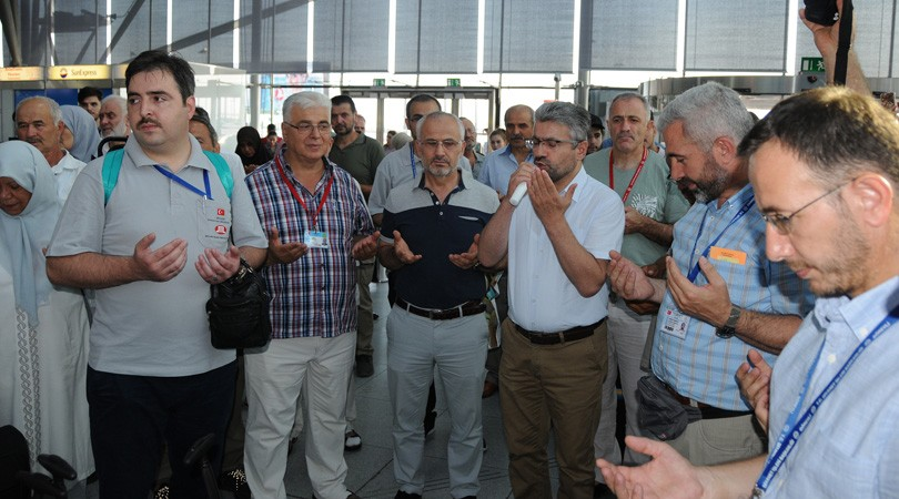 Hacı adayları kutsal topraklara dualarla uğurlandı