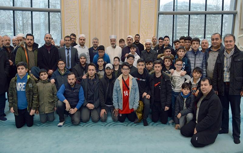 Gençler Köln DİTİB Merkez Camii'nde sabah namazında buluştu