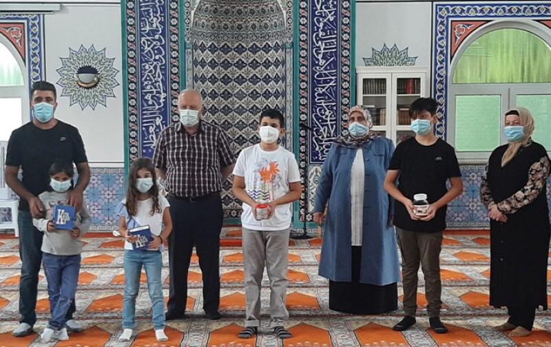 Minikler harçlıklarıyla sel kampanyasına bağışta bulundu