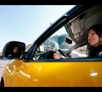 'Makyajımızı da yaparız, taksi şoförlüğü de yaparız'