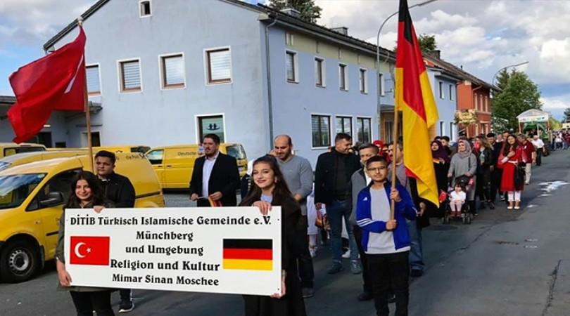 Almanya'daki 175 yıllık festivale Türkler renk kattı