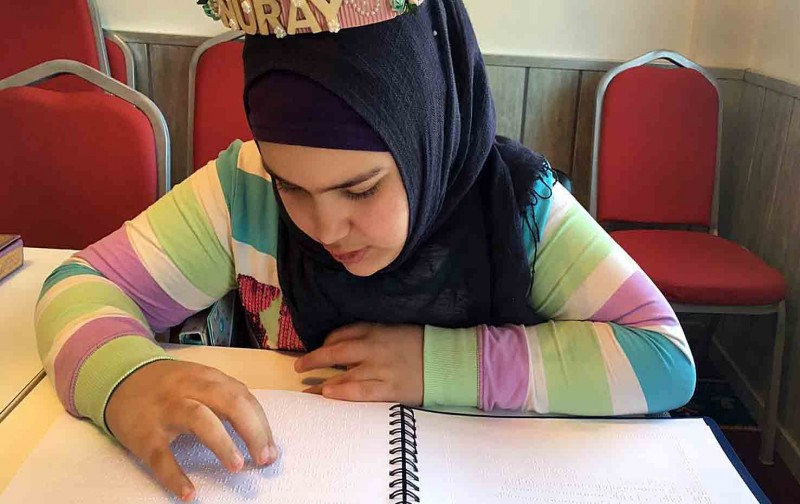 Görme engelli Nuray'ın Kur'an okuma azmi