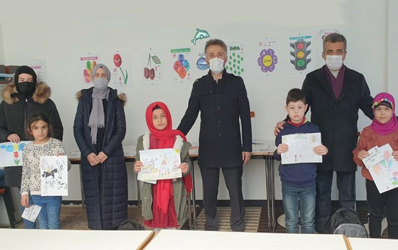 Öğrenciler hayallerindeki dünya barışını resmetti