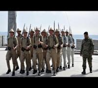 Şehitler Abidesi'nde 'asırlık üniformalarla' duygulandıran provalar