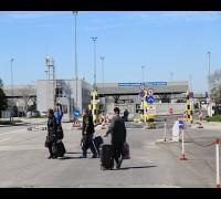 Türk seçmen Bulgaristan'daki seçimde oy kullanmak için sınırı yaya geçiyor